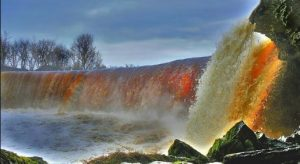 Водопад Ягала весной