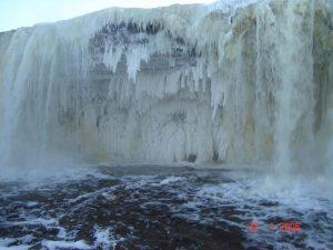 Водопад Ягала зимой 2