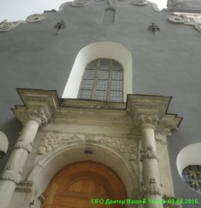 Вход в церковь Нигулусте